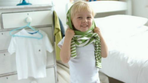 Nije teško naučiti dete da se oblači samo, samo budite strpljivi