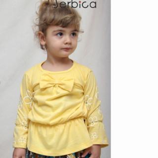 Žuta bluza sa belim radama