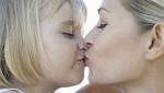 Ljubljenje dece u usta? Da ili ne?