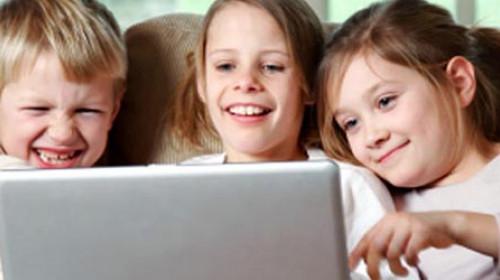 Pred kompjuterom gotovo sva deca