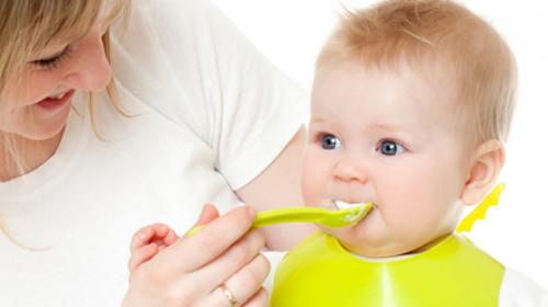 Kako naučiti dete da jede samo?