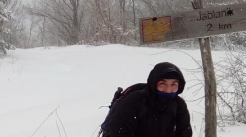 Jablanik pod snegom