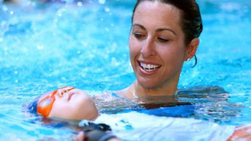 Naučite mališane da plivaju