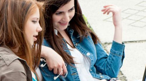 EU: Tinejdžerima zabraniti društvene mreže!