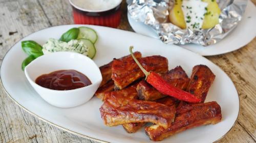 Ako vaši ukućani vole jela sa roštilja, uživaće u pečenim rebarcima