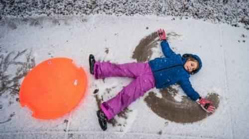 Ko najbolje zna kako treba oblačiti decu za šetnju po mrazu?