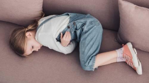 Kako da znate zašto dete boli stomačić i kako da mu pomognete