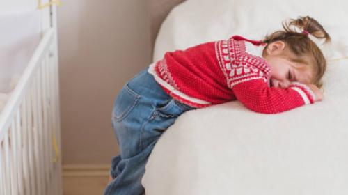 Naučite dvogodišnjaka za šta služi dan, a za šta noć