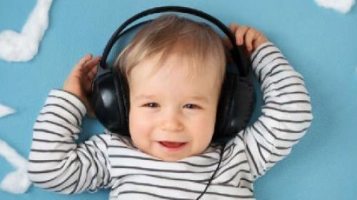 Deca koja rastu okružena muzikom brže sazrevaju