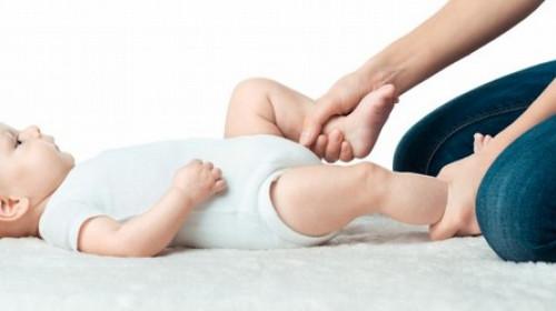 Pomozite bebi koja neutešno plače zbog grčeva