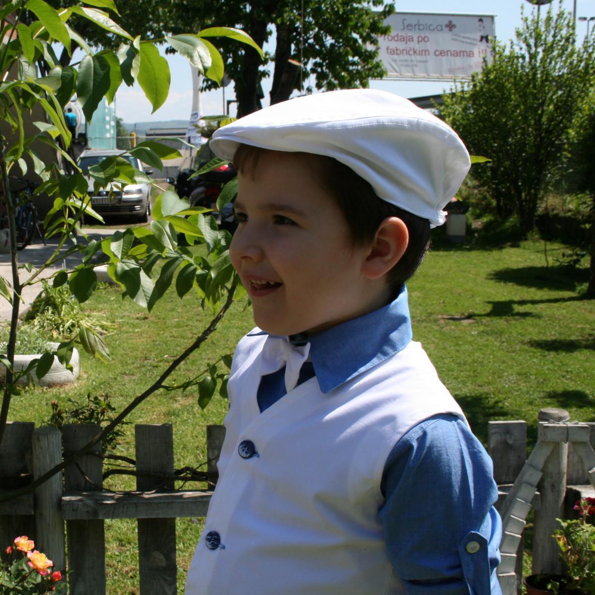 Bela kapa za dečake