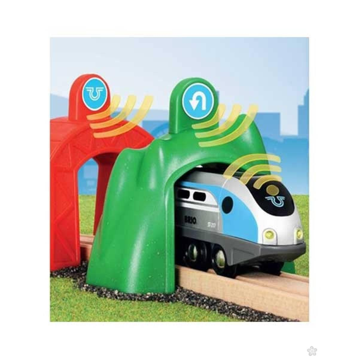 Pametna lokomotiva sa tunelom Brio BR33834
